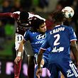 Metz' French forward Opa N'Guette  (L) vies for the ball with Lyon's Brazilian defender Rafael Da Silva during the French L1 football match between Metz (FCM) and Lyon (OL) on December 3, 2016 at Saint Symphorien stadium in Longeville-Les-Metz, eastern France / AFP PHOTO / JEAN-CHRISTOPHE VERHAEGEN