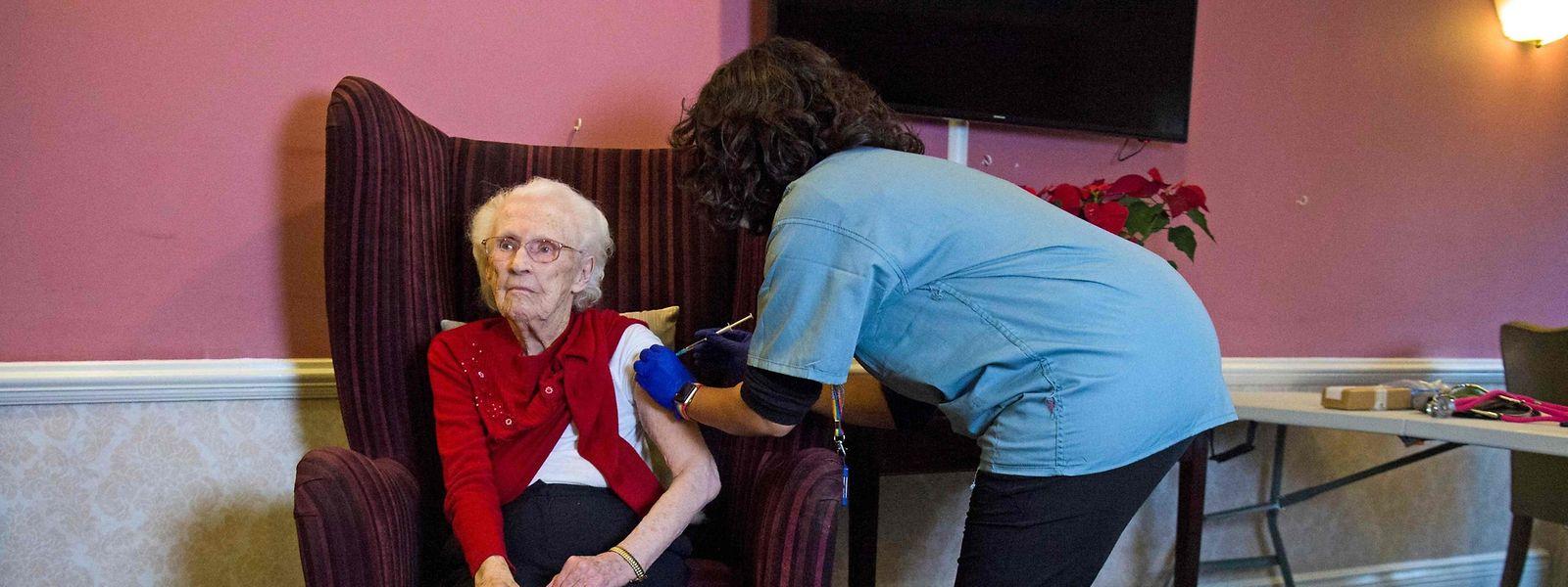 Dès le 18 janvier, la vaccination sera ouverte à tous les plus de 75 ans, avec une procédure simplifiée.