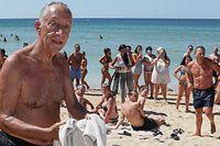 O Presidente da Republica, Marcelo Rebelo de Sousa,que se encontra de férias no Algarve,   na praia do Alvor,15 de agosto de 2020. LUÍS FORRA/LUSA