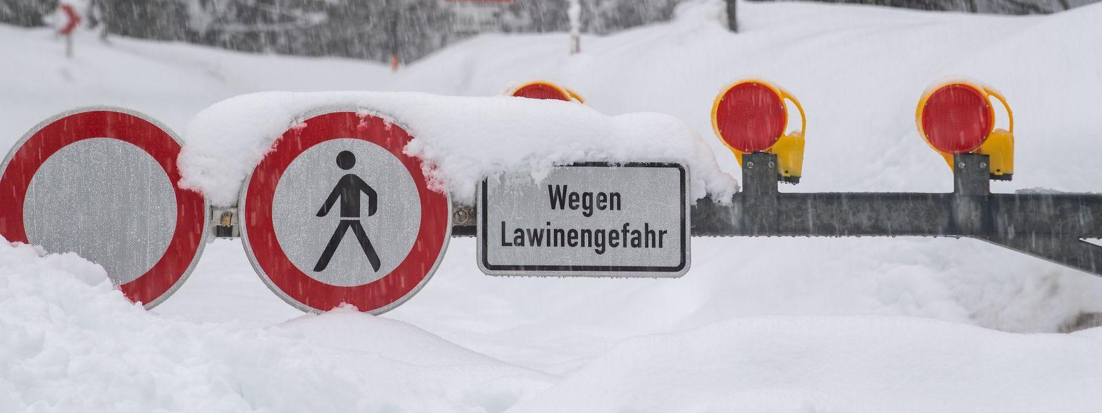 Trotz Warnungen riskieren immer noch Skifahrer ihr Leben.