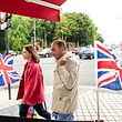 Tourists from Great Britain visit the French northern port city of Calais on June 24, 2107 during an event organised by the municipality to promote tourism. 1000 Britons were selected at random and invited by the municipality as part as a campaign to incite them to visit the city, from which they stayed away due to the presence of refugees. / AFP PHOTO / PHILIPPE HUGUEN