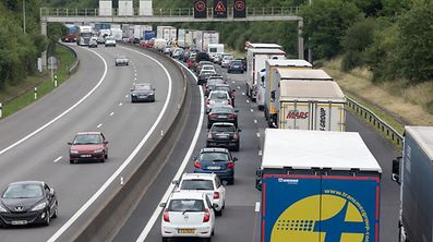 17.6. Wegen Baustelle auf Arloner Autobahn  A6 entstand Megastau auf der Düdelinger Autobahn A3 / Der Stau FotoGuy Jallay