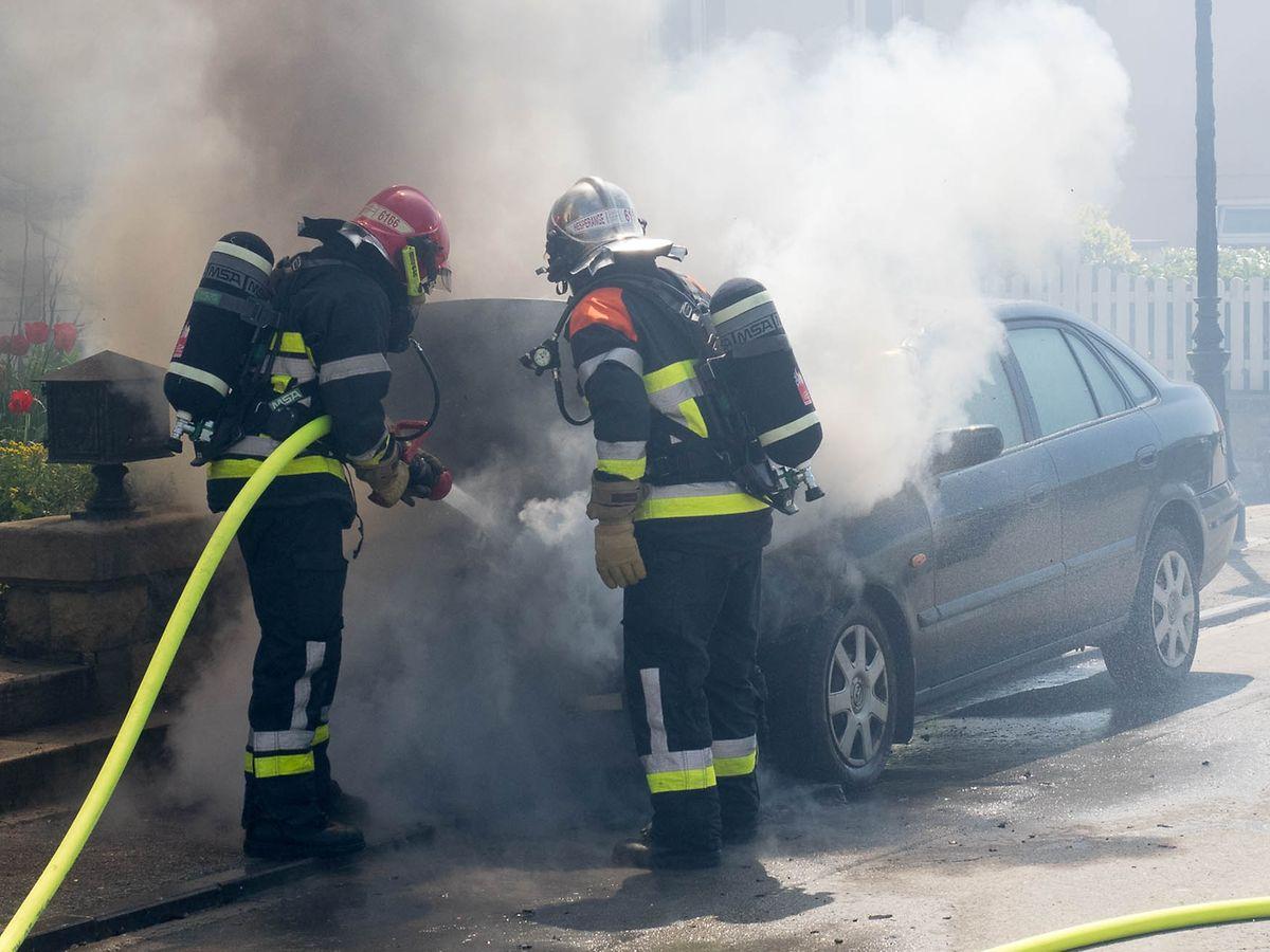 Warum das Auto Feuer fing, ist unklar.