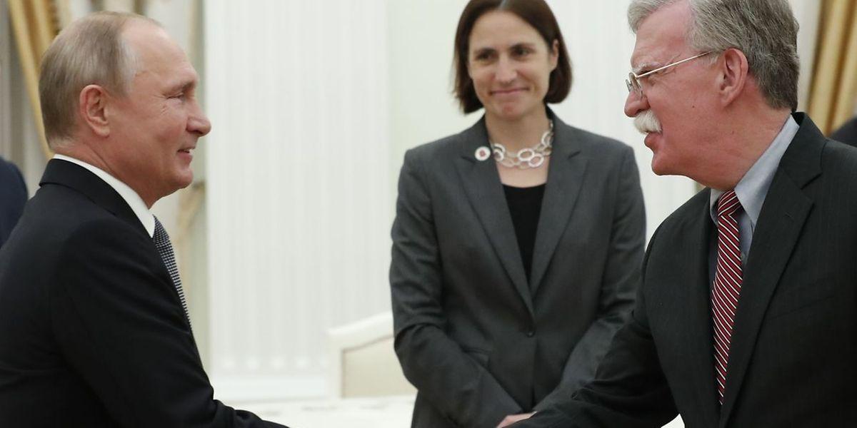 Putin no encontro com John Bolton, conselheiro nacional de segurança da Administração Trump.