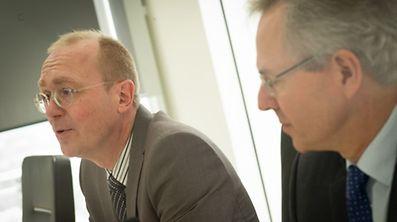 """Der neue Vizerektor Romain Martin (l.) und der Rektor Rainer Klump wollen auf """"Qualität statt Quantität"""" setzen."""