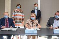 Das CHL, das Rehazenter und das Domaine thermal haben mit dem Gesundheitsministerium eine Konvention für ein Projekt zur Behandlung von Long-Covid-Patienten unterzeichnet. V.l.n.r. Dr Gaston Schütz, Monique Birkel, Paulette Lenert, Laurent Mertz und Pierre Plumer.