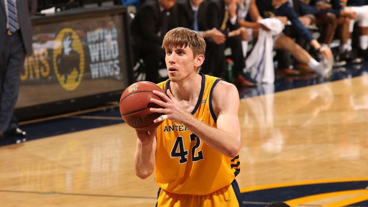 Tommy Rutherford spielt auf dem College für die UC Irvine Anteaters.