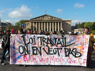 Les membres de Nuit Debout sont depuis ce matin devant l'Assemblée Nationale pour faire pression sur le débat.
