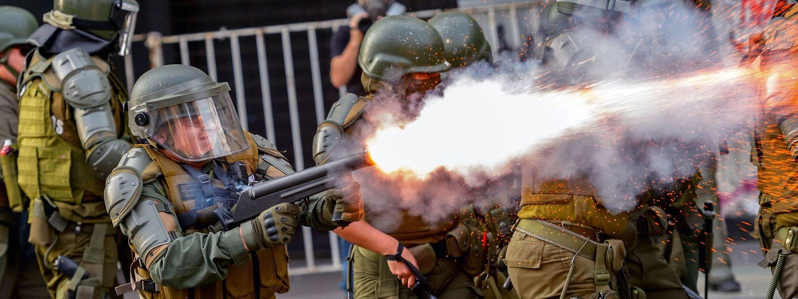 Die chilenische Polizei geht nicht zimperlich mit den Demonstranten um.