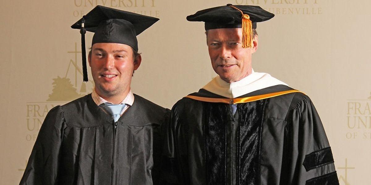 Le prince Sébastien et le Grand-Duc Henri, lors d'une remise de diplôme à l'université d'Ohio, en mai 2017.