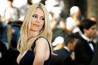 """ARCHIV - 22.05.2007, Frankreich, Cannes: Topmodel Claudia Schiffer kommt zur Vorstellung des Wettbewerbsfilms """"Schmetterling und Taucherglocke"""" bei den Filmfestspielen in Cannes. Am 25.08.2020 wird Schiffer 50 Jahre alt. (zu dpa-Porträt """"Vom Supermodel zur Influencerin - Claudia Schiffer wird 50"""") Foto: Christophe Karaba/epa/dpa +++ dpa-Bildfunk +++"""
