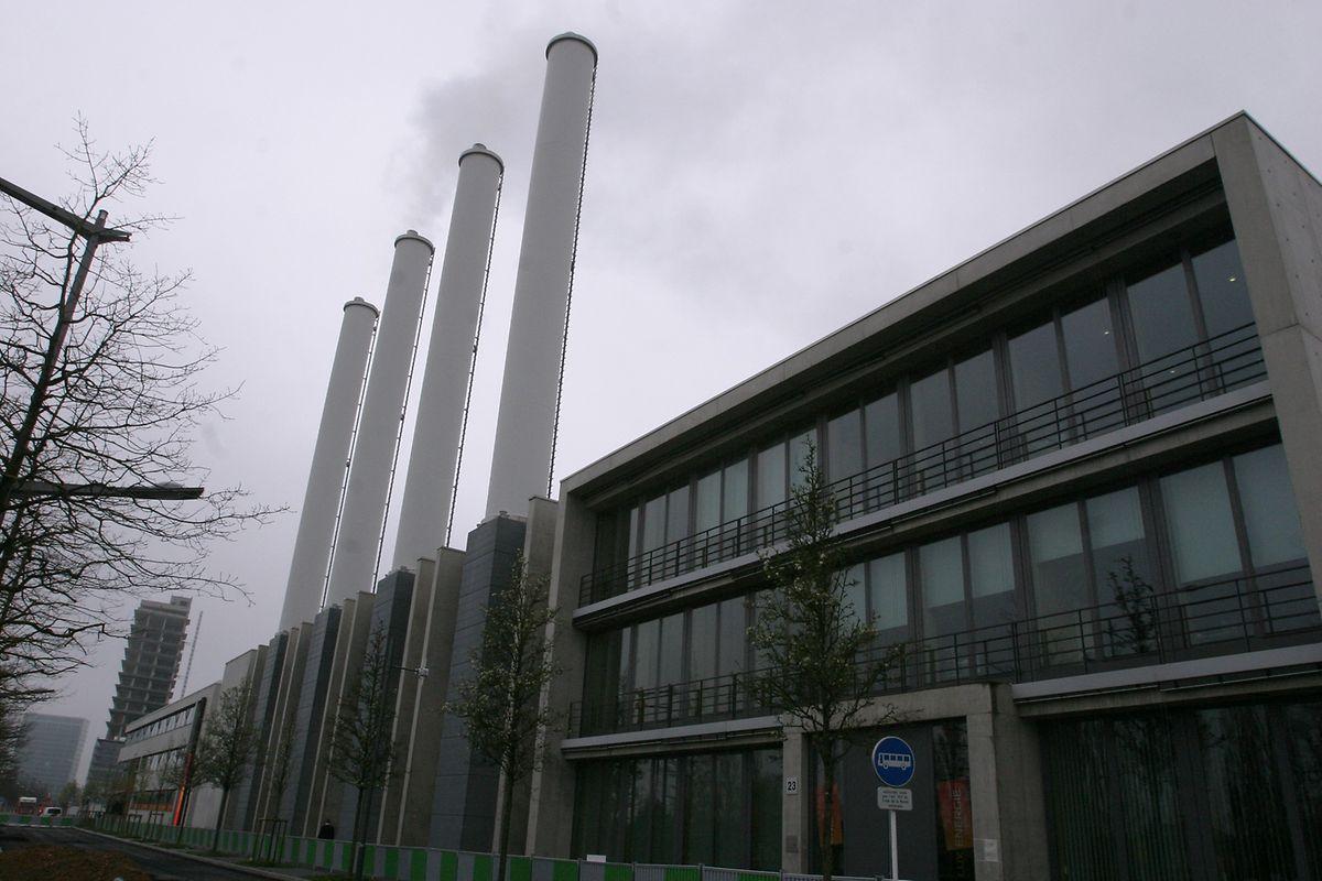 Au Kirchberg, Luxenergie va transformer sa centrale d'énergie afin de remplacer en grande partie le combustible qui est aujourd'hui le gaz naturel par des pellets de bois.