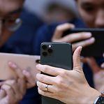 Quantos dias têm de trabalhar um luxemburguês e um português para comprar o novo iPhone?