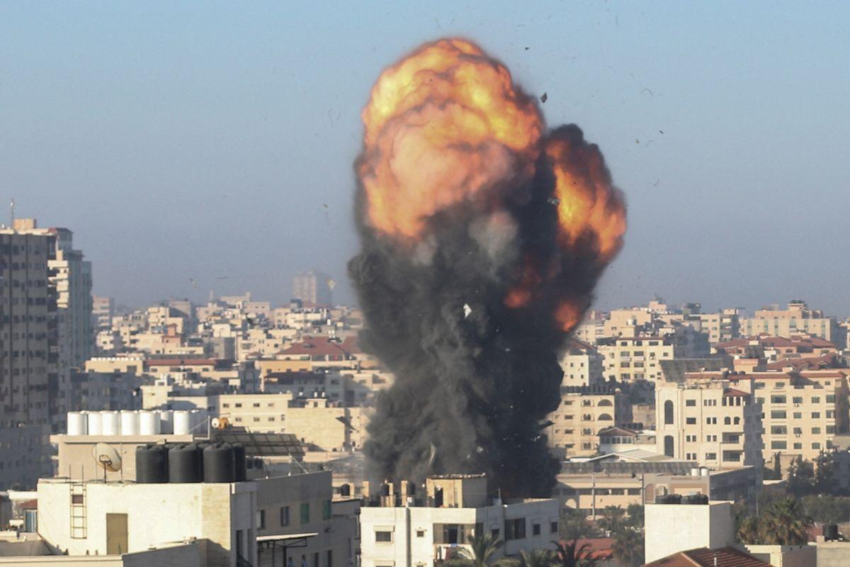 Israel reagiert mit massiven Luftangriffen auf Gaza City.