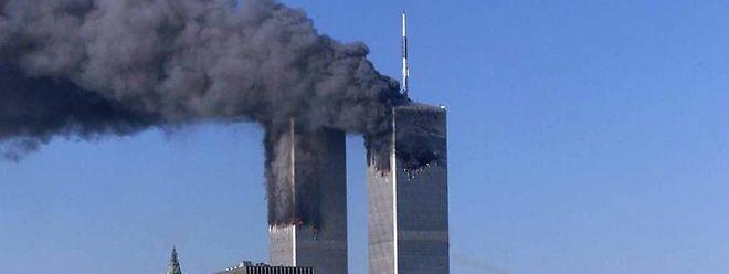 Der Morgen des 11. September 2001 in New York: Das World Trade Center brennt.