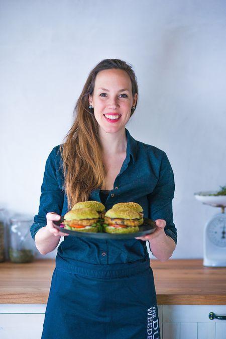 Kleines Algen-Einmaleins:Lisette Kreischer ist Kochbuchautorin und hat sich auf Algen spezialisiert.