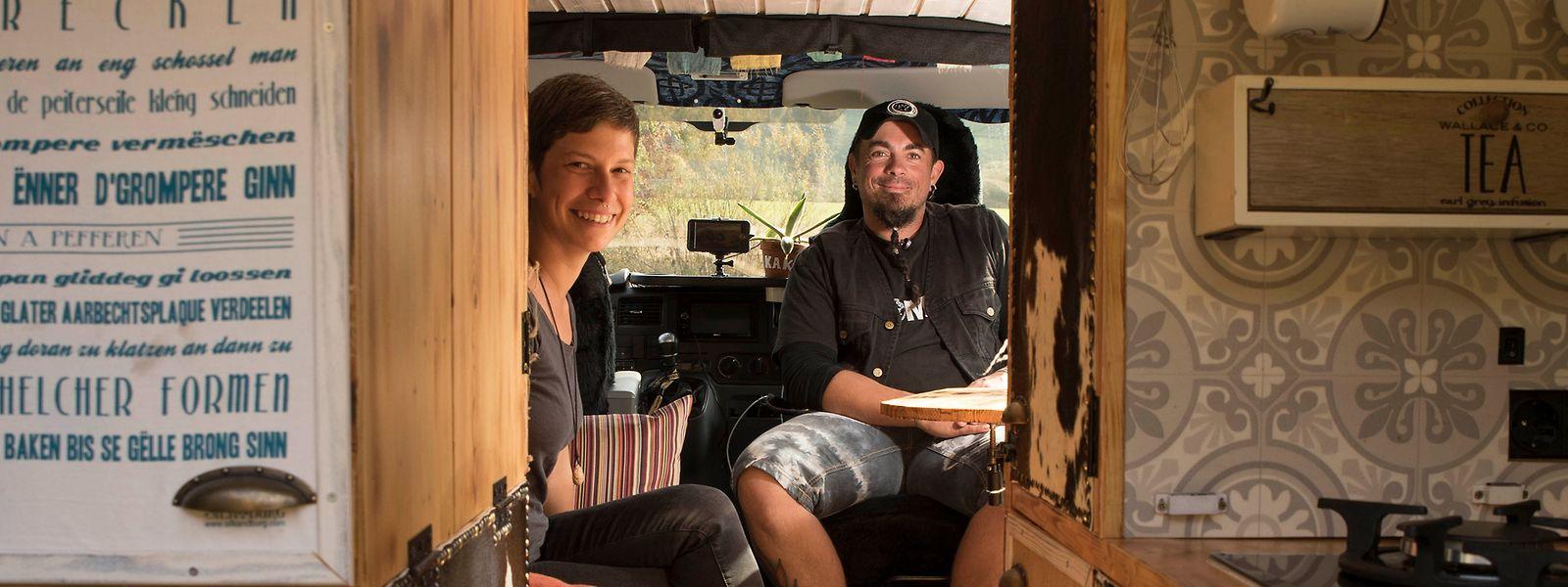 Tascha und Patrick Befort leben und arbeiten im umgebauten Lieferwagen.