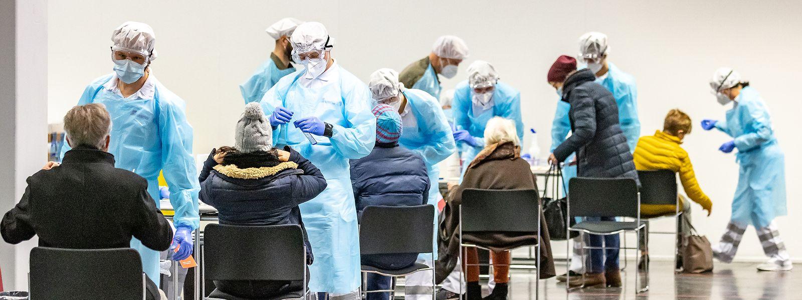 Alors que le Luxembourg a déjà réalisé près de 1,4 million de tests covid, l'Autriche vient seulement de débuter sa campagne de dépistage à grande échelle.