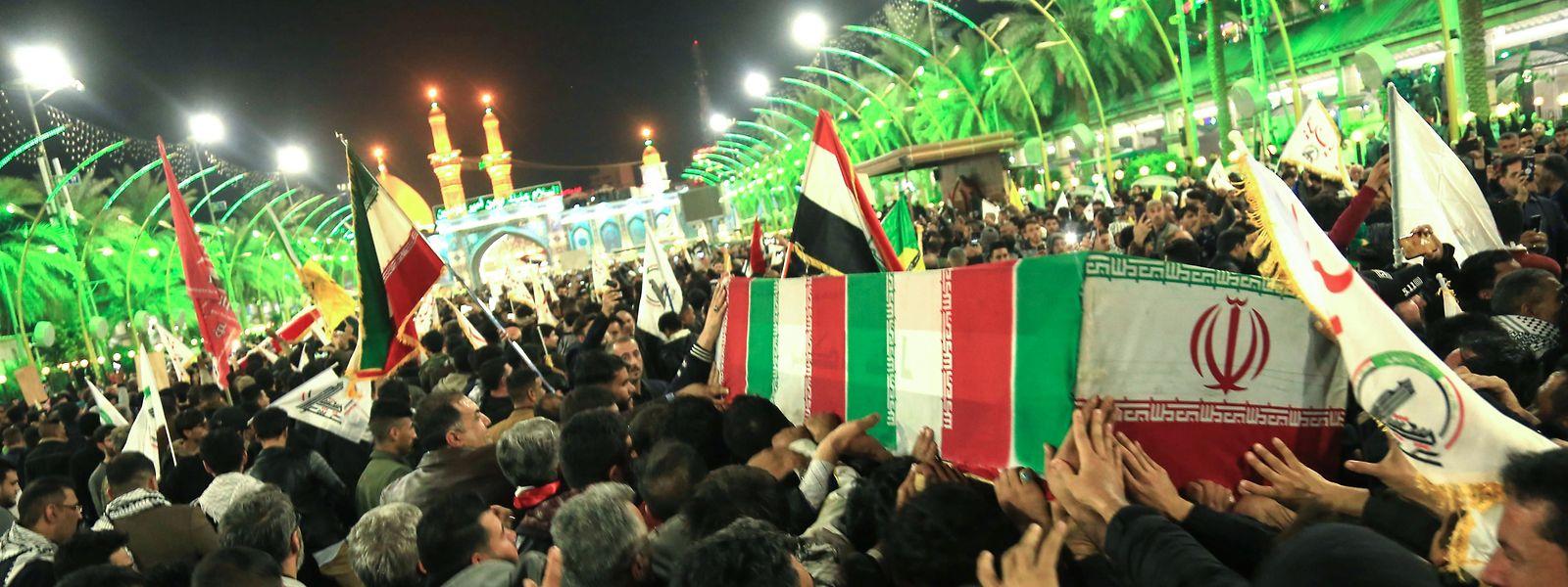 Kummer und Wut bermischen sich bei den Trauerzügen des getöteten iranischen Generals Soleimani.