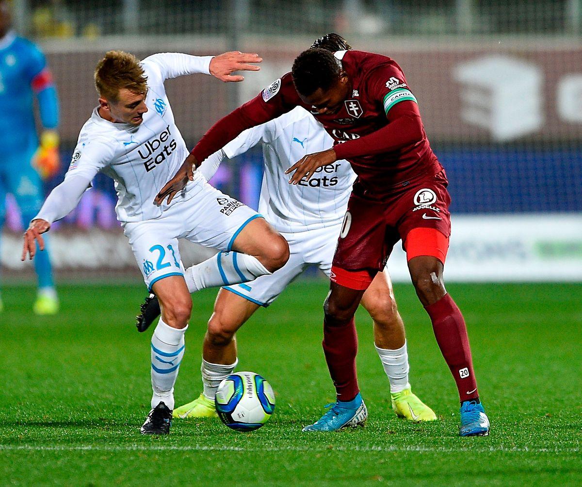 Habib Diallo au duel avec Valentin Rongier. Metz et Marseille se quittent dos à dos.