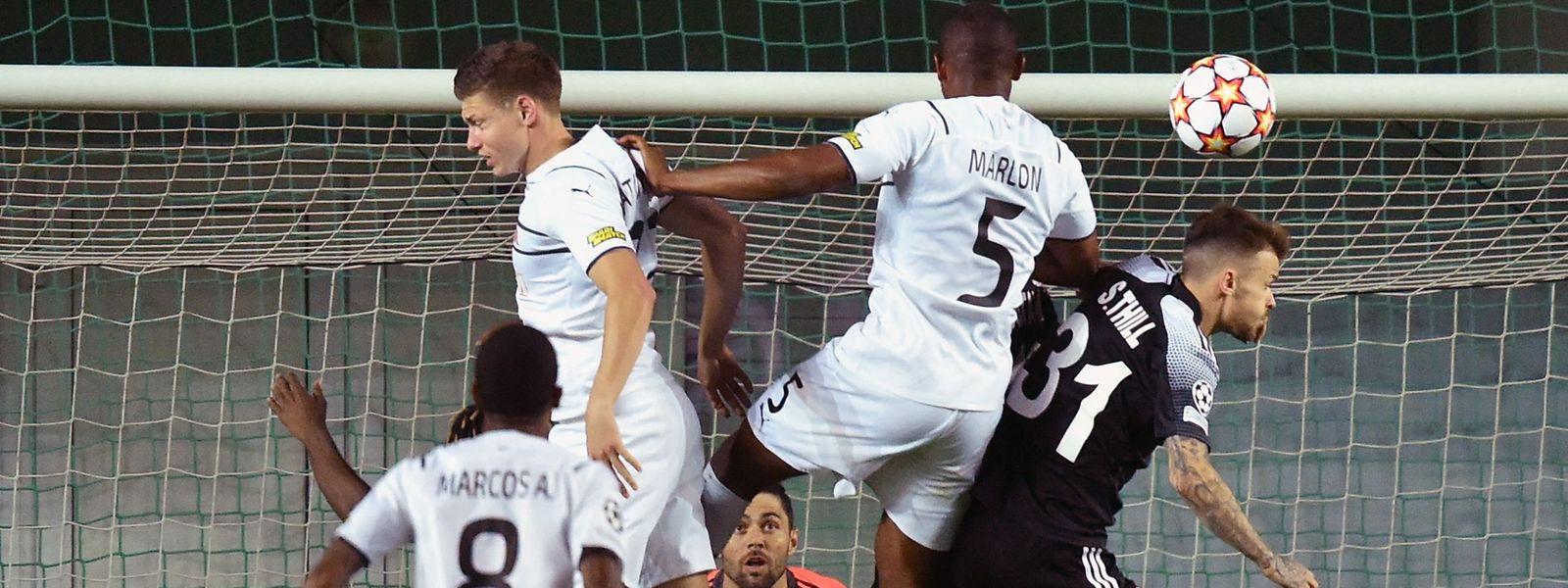 Sébastien Thill (r.) und Sheriff dürfen sich direkt am ersten Spieltag der Champions-League-Gruppenphase über drei Punkte freuen.