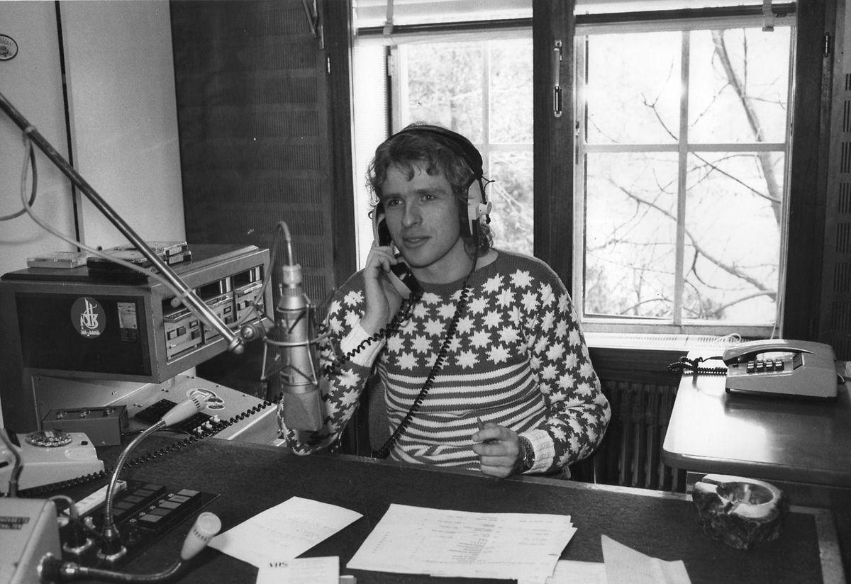 """Thomas Gottschalk in den Studioräumen von """"Radio Luxemburg""""."""