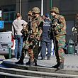 Police and army personnel stand guard during a bomb alert outside the Brussels-North (Gare du Nord - Noordstation) train station in Brussels, on October 5, 2016.  A bomb alarm was issued for the station and the Portalis building of the Federal Prosecutor. / AFP PHOTO / BELGA / THIERRY ROGE / Belgium OUT