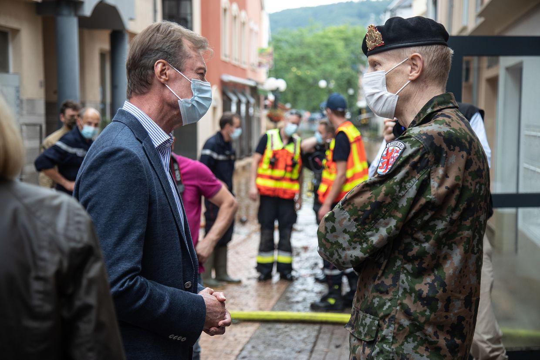 Lors de son déplacement à Echternach, le Grand-Duc n'avait pas manqué de faire le point avec le chef d'état-major luxembourgeois.