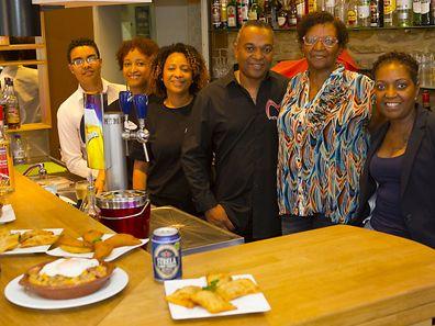 A equipa do Restaurante Métissage. Da esq para a dta: Elisandro, Cláudia,  Isabel, Luís Carvalho, Dulce,e Ângela