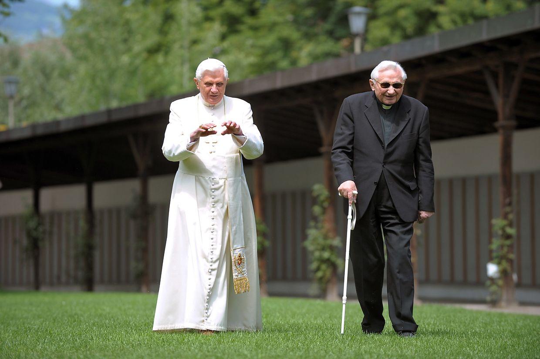 Papst Benedikt XVI mit seinem Bruder Georg Ratzinger.