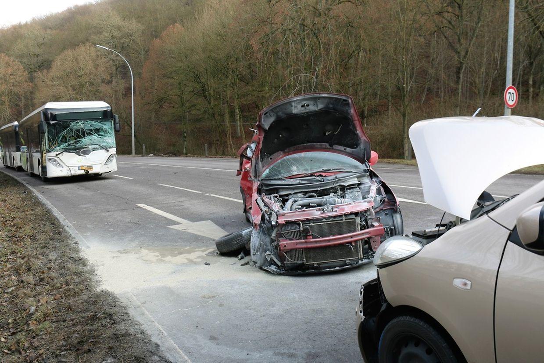 Die Bilder von der Unfallstelle zeugen von einem sehr heftigen Zusammenstoß.