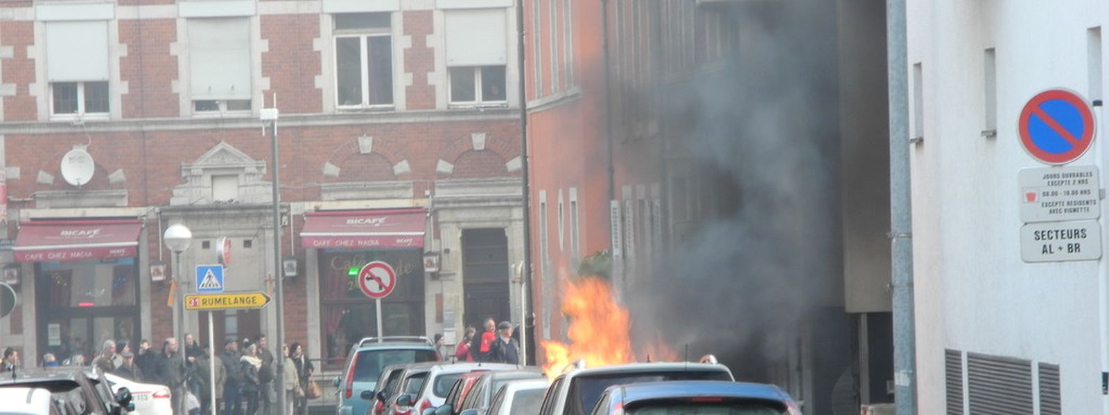 Autobrand in Esch/Alzette am 20. Februar gegen 10 Uhr in der Rue Nothomb unweit des Hauptbahnhofs