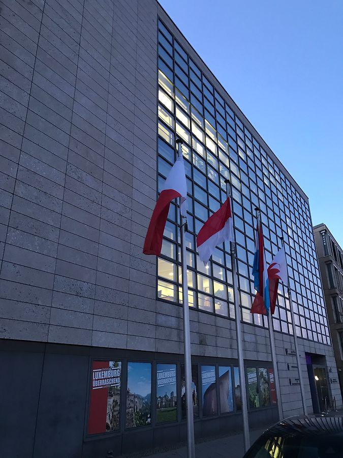 Auf geht es zur Party -  Adresse: Klingelhöferstrasse 7, der Amtssitz des Luxemburger Botschafters Jean Graff in Berlin.