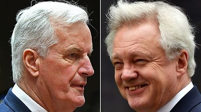 European Commission member in charge of Brexit negotiations with Britain, Michel Barnier (L), and British Secretary of State for Exiting the European Union David Davis. (file photo)