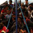 An den Rettungsaktionen waren neben der Küstenwache und der italienischen Marine auch die EU-Grenzschutzbehörde Frontex, verschiedene Nichtregierungsorganisationen und Handelsschiffe beteiligt.