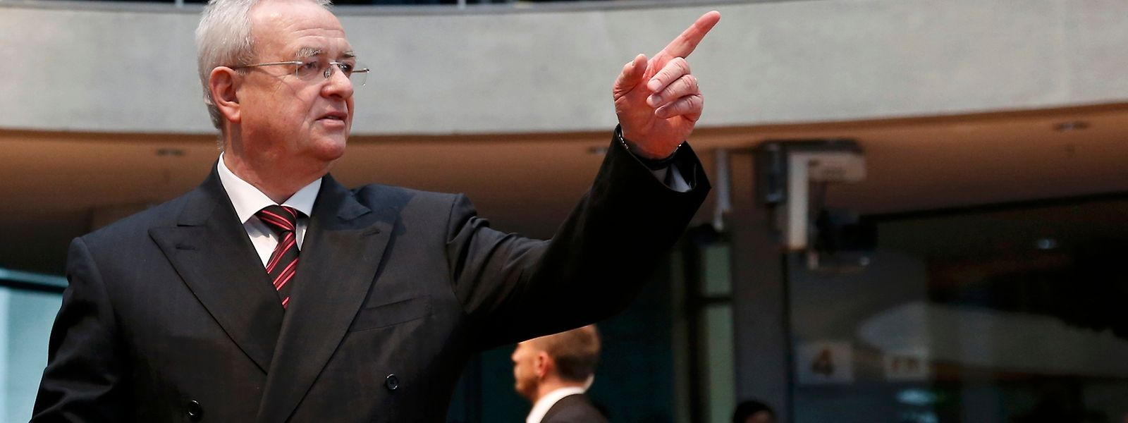 Äußerlich relativ unbewegt, doch mit ernster Miene kam der frühere VW-Chef in den Anhörungssaal des Bundestags.