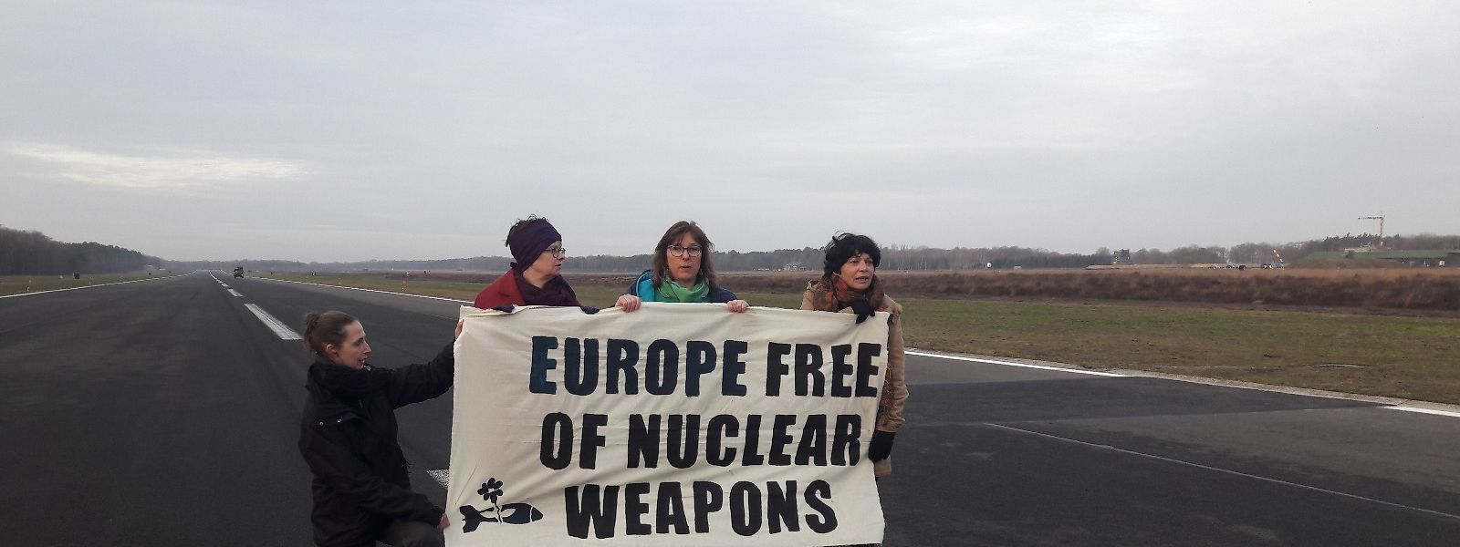 Tilly Metz avec Molly Scott Cato (Grande-Bretagne) et Michèle Rivasi (France) sur la base américaine en Belgique.