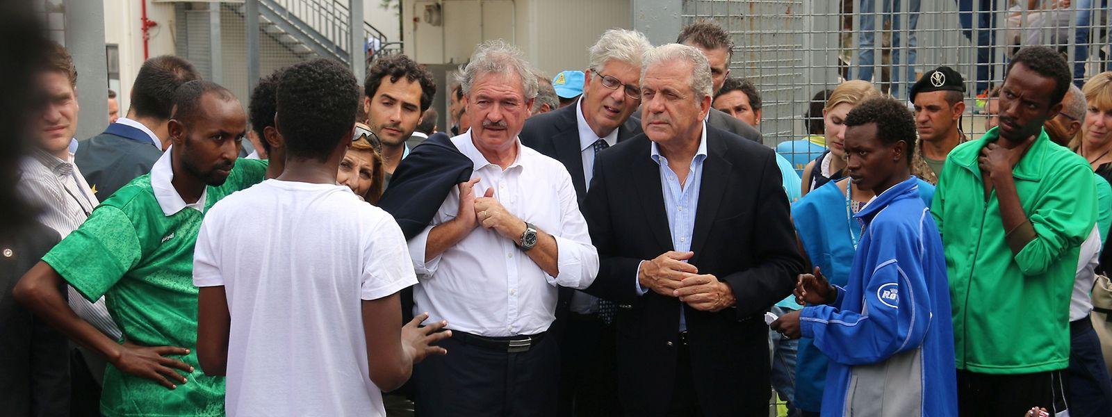 Jean Asselborn und EU-Kommissar Dimitris Avramopoulos besuchten Mitte Oktober einen Hotspot auf Lampedusa.