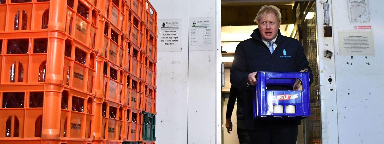 Boris Johnson tauchte am Mittwoch in Leeds als Milchmann auf.