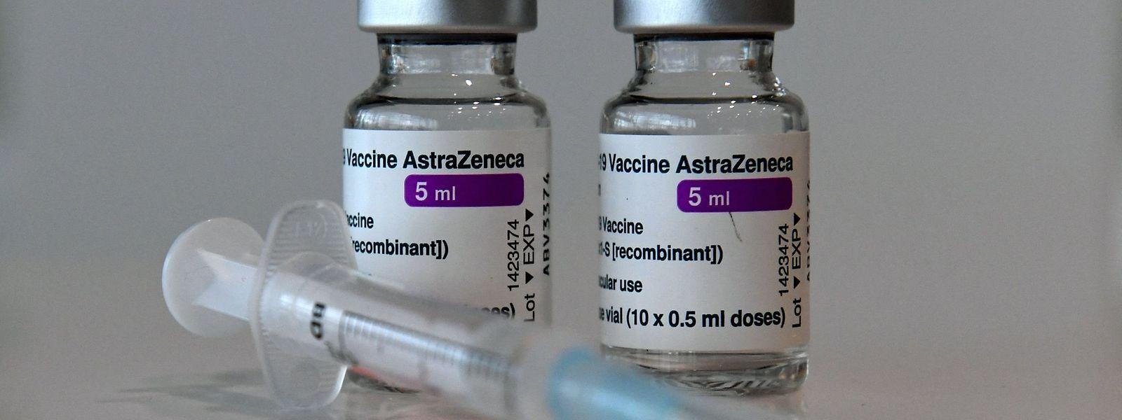 Annoncé efficace à 79% pour prévenir les cas symptomatiques, le vaccin ne le serait en réalité qu'à 76%. Contre les cas graves, ce taux resterait néanmoins inchangé, à savoir 100%.