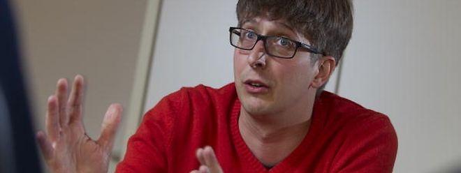 O historiador Thierry Hinger diz que na altura do 25 de Abril, os portugueses não se limitavam apenas a criticar o consulado português ou a reivindicar o direito de voto. Havia quem exprimisse a sua opinião contra a ditadura