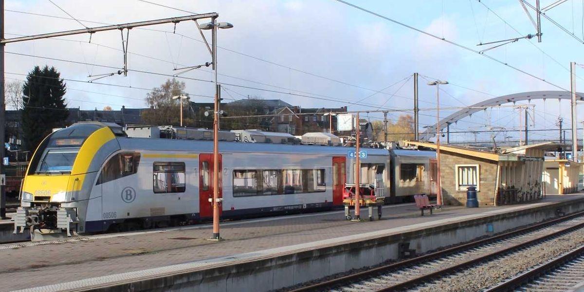 Selon les Amis du Rail, certains usagers envisagent de délaisser le train au profit de la voiture ou de la ligne de bus 222 qui monte directement au Kirchberg, sans problème de correspondance, avec de meilleurs horaires et un coût moindre, soit 50 euros au lieu de 80 avec le train.