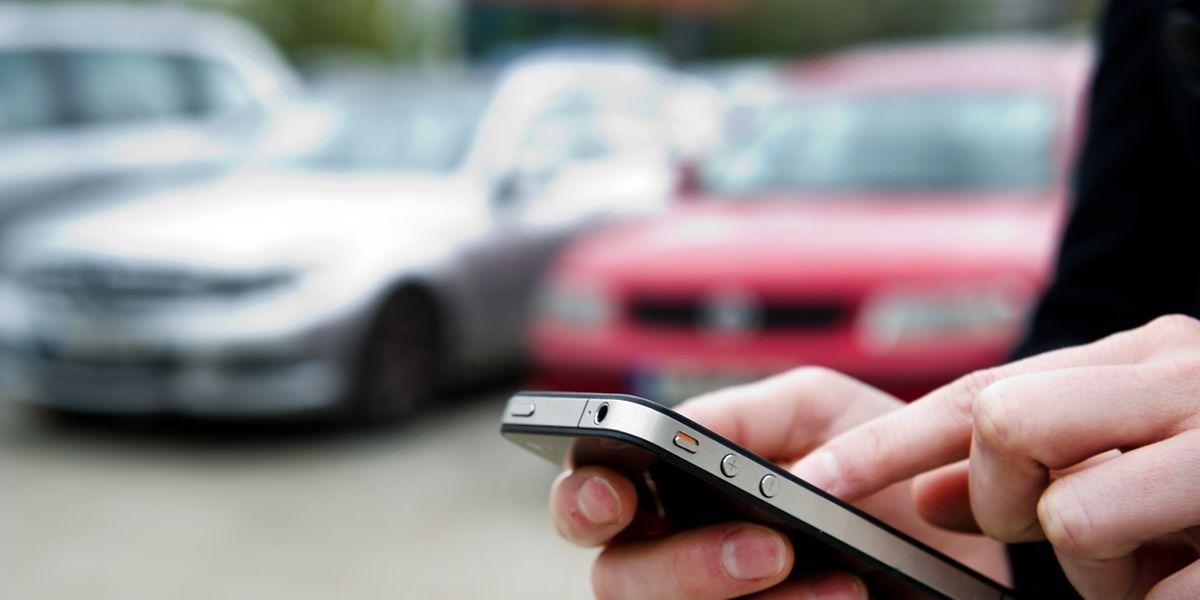 Wer einige Funktionen des Autos auf das Handy überträgt oder es als verlängerten Bordcomputer nutzt, sollte sich regelmäßig ausloggen, raten Experten.