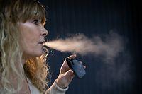 Wie viel Rauch bei einer E-Zigarette entsteht, ist von der Einstellung und von dem verwendeten E-Liquid abhängig.