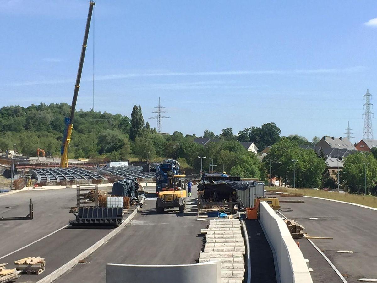 En mai 2018 a débuté la construction d'un pont de 120 mètres, enjambant  la N31 pour relier Belval à l'A4, et s'intégrant dans le tracé de la liaison Micheville.