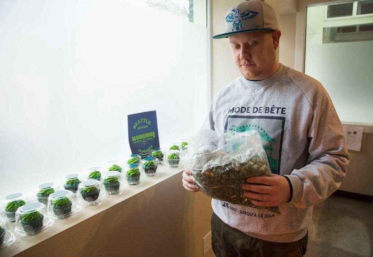 """Im Gegensatz zu den US-Staaten Colorado und Washington (hier im Bild der Betreiber eines """"Cannabis-Clubs"""" in Seattle) steht in Luxemburg die vollständige Legalisierung vorerst nicht bevor."""
