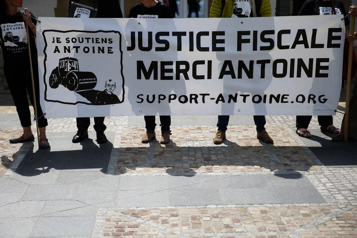 Suspension du prononcé pour le lanceur d'alerte Antoine Deltour — LuxLeaks