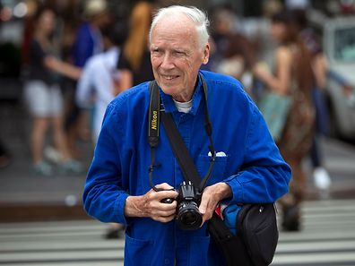 New York Times photographer Bill Cunningham crosses the street after taking photos during New York Fashion Week in the Manhattan borough of New York September 6, 2014.    REUTERS/Carlo Allegri/File Photo
