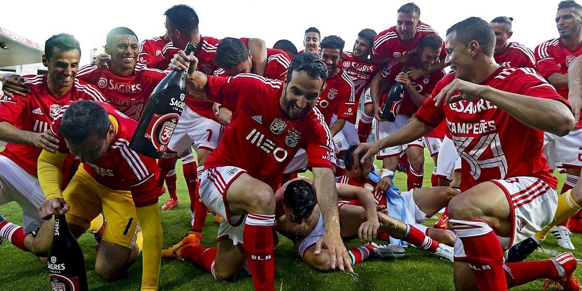 A festa dos jogadores do Benfica em Guimarães