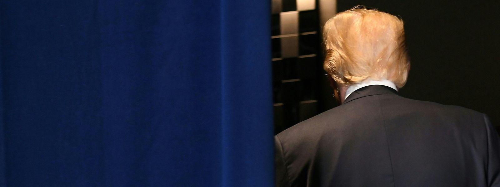 Es war ein unrühmlicher Abgang für den US-Präsidenten, der sich nicht nur fünf Stunden vor dem eigentlichen Ende aus dem Staub machte, sondern auch die gemeinsame Erklärung aufkündigte.